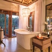 Dulini River Lodge, Luxury Bathrooms