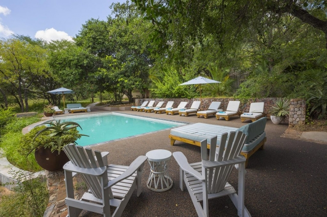Thornybush Game Lodge, Pool and Relaxation area