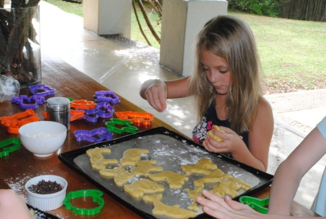Thornybush Game Lodge, Children Baking Activity