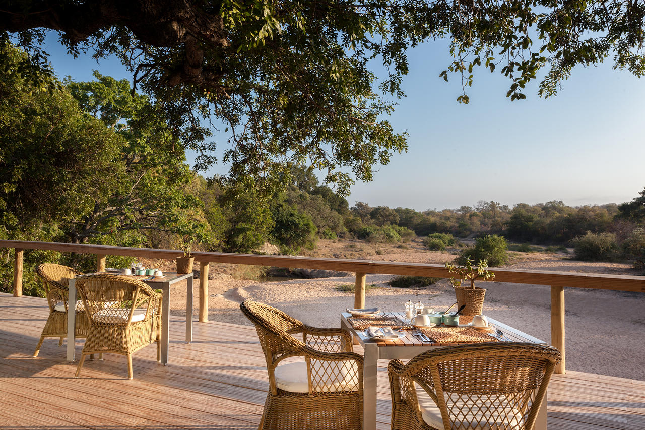 Thornybush Game Lodge, Stunning Dinning Area with river view