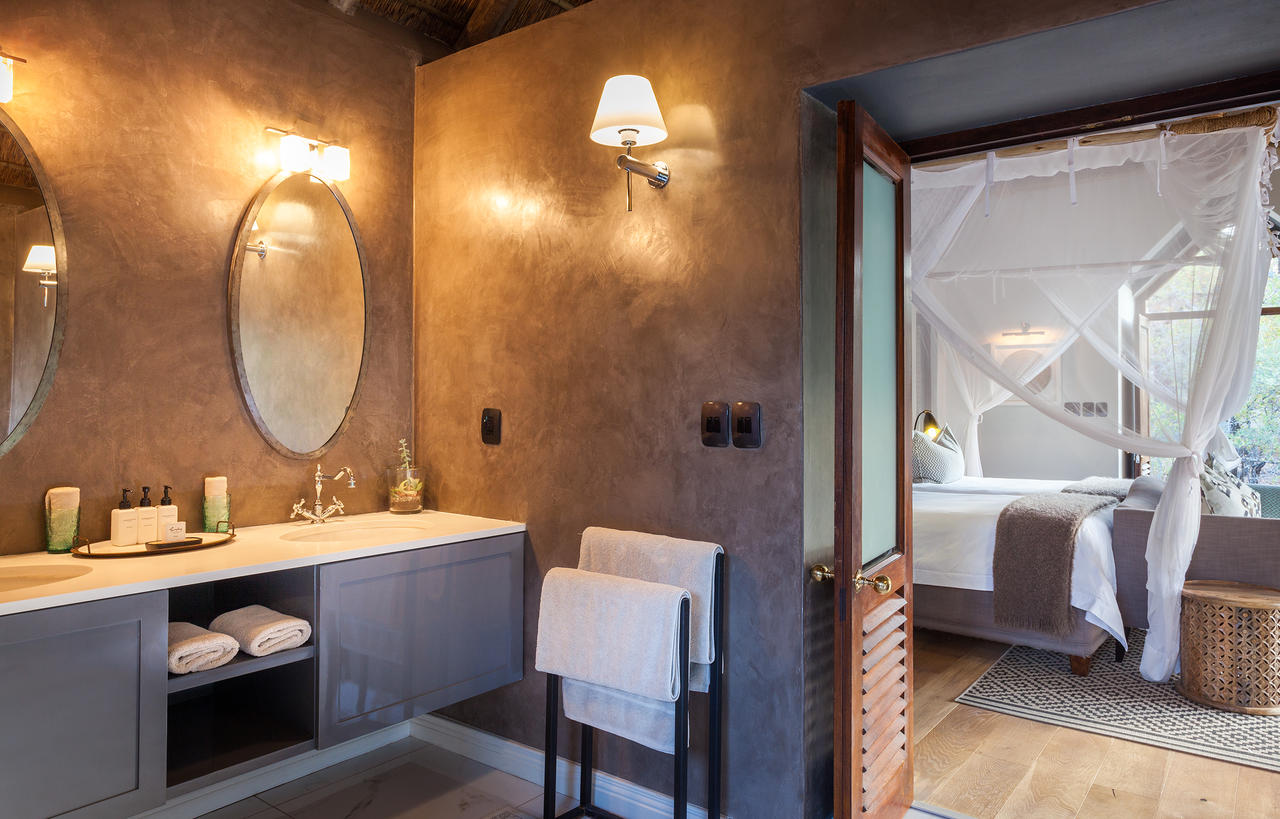 Thornybush Game Lodge, Luxury Bathroom