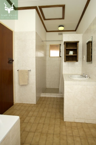 Letaba Guest Cottage Bathroom 2