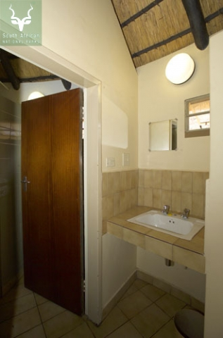 Letaba_2 Sleeper Bungalow Bathroom