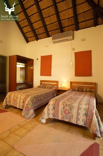 Satara_Wells Guest House Bedroom