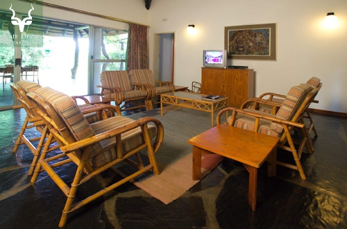 Satara_Wells Guest House Living Area