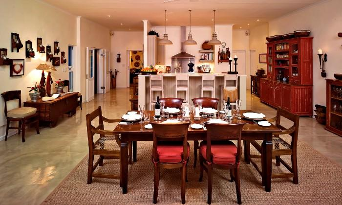 umSisi-House-Dining-Room-to-Chefs-Kitchen